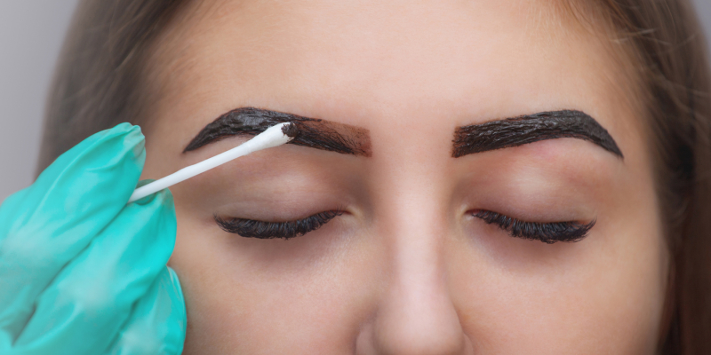 Lisa B.: Make-up - Eyebrow dyeing