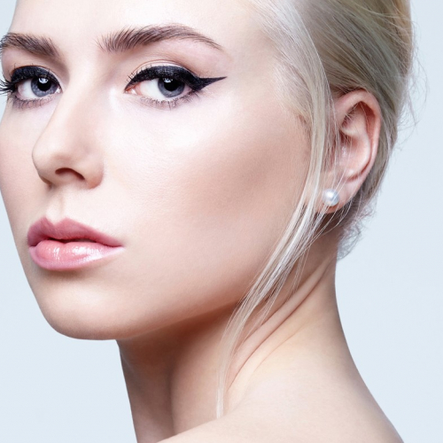 The Cat Eye - Perfect Liner, Defined Brows, Nude Lips